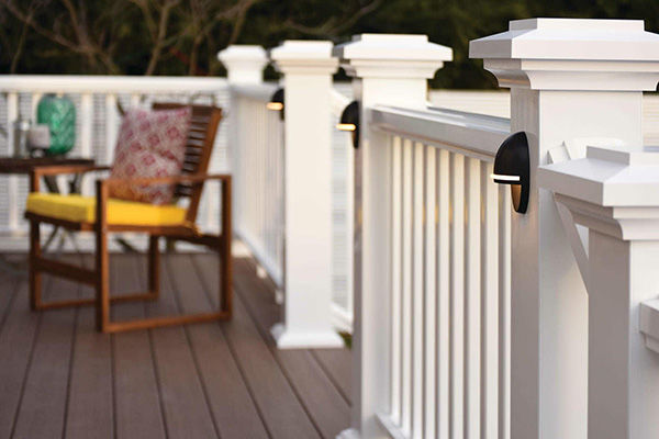 Reserve Rail in white with accent deck post lights